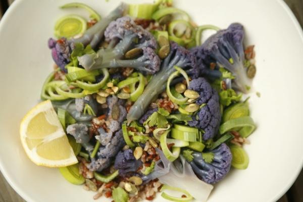 Varm salat med lilla blomkål